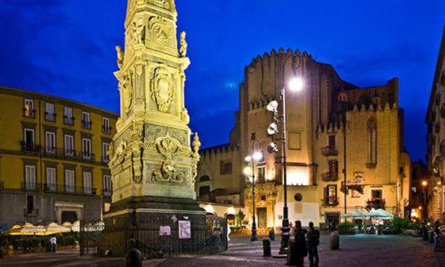 Piazza-San-Domenico-Maggiore-Napoli-2